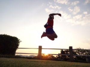 朝日のジャンプ