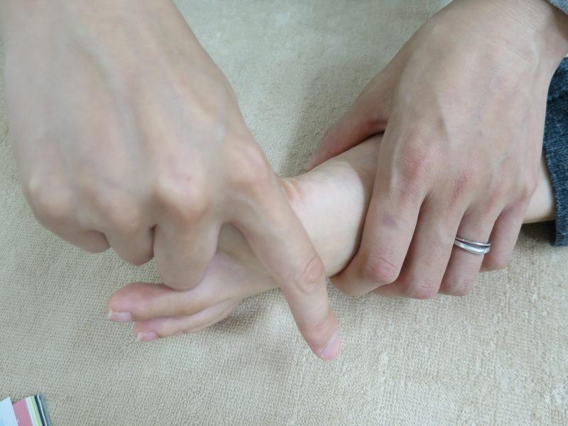 親指曲げる