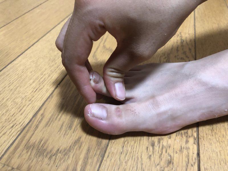 指を伸ばす
