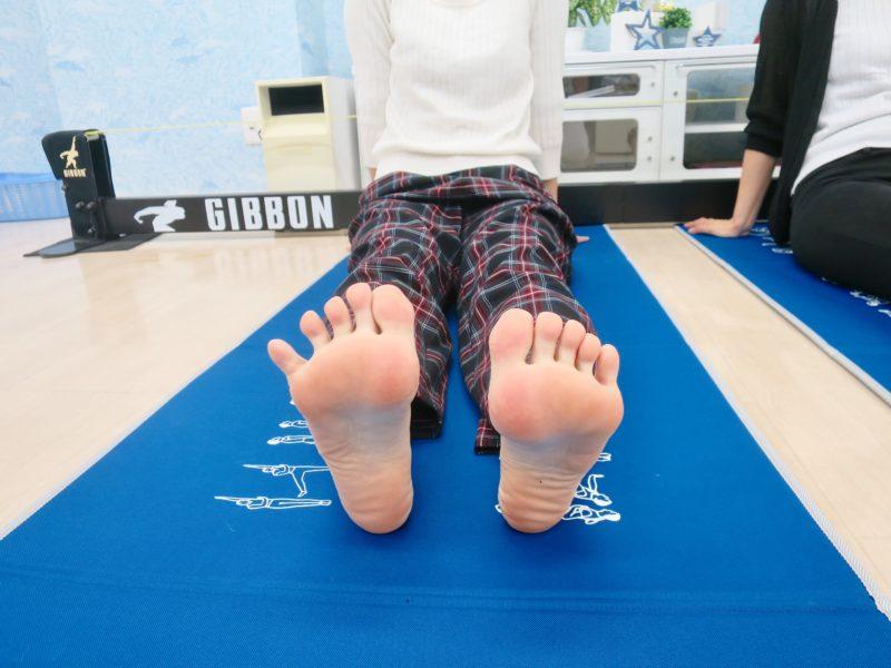 足の指を開く