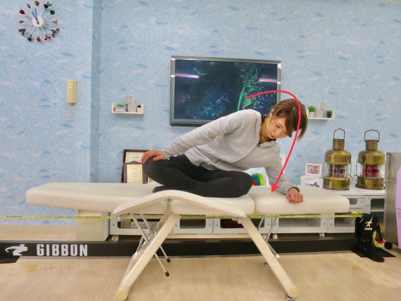 右股関節伸ばす