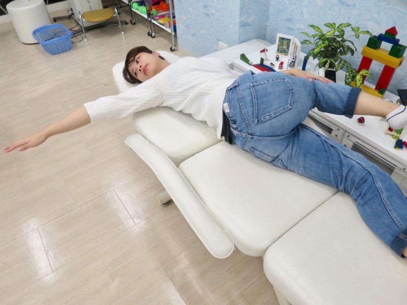 腰と股関節反対側