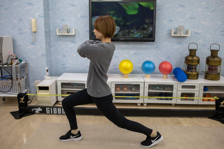 股関節と膝を曲げる
